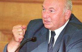 Лужков обещает вернуться в Москву и бороться за свою честь