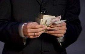 Американским топам ограничивают бонусы, а российским - увеличивают