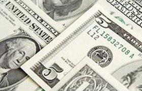 Доллар обновляет докризисные минимумы к рублю