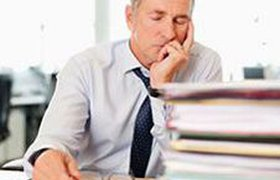 Более половины россиян спят на рабочем месте