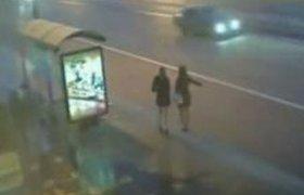 Девушки в мини-юбках стали причиной аварии на Невском проспекте