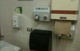 Обычный офисный туалет