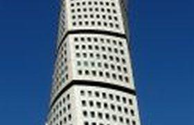 Крученое здание