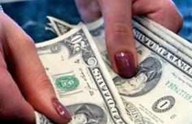 Россияне в панике понесли валюту в банки