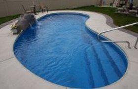 Прыжок в бассейне...