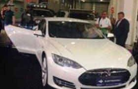 Автомобили Tesla начал продавать первый в России автосалон электромобилей