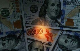 """Аналитики: кредитный рейтинг РФ в одном шаге от """"мусорного"""" уровня, но дефолта не будет"""