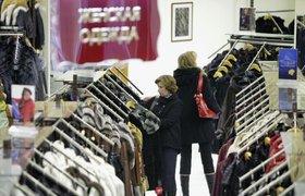 Россияне предпочитают баловать себя покупкой одежды и сладостей и походами в театр