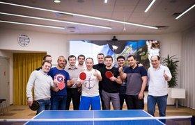 """Глава """"Вымпелком"""" играет с сотрудниками в настольный теннис на деньги"""