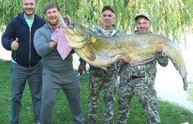 Глава Чечни Рамзан Кадыров и его улов на рыбалке