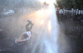 Разгон протестующих в Ереване. ФОТО