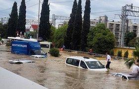 Наводнение в Сочи: автомобили плавают, самолеты не летают, люди купаются в центре города. ФОТО