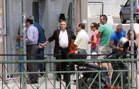 В соцсетях дают советы тем, кто едет в Грецию: заплатите за все заранее и берите с собой наличные