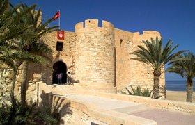 Тунис пытается вернуть туристов, усиливая охрану и разрешая платить рублями