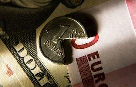 Курс евро превысил 66 рублей, доллара - почти 60