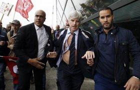 Топ-менеджеров Air France чуть не линчевали попавшие под сокращение сотрудники компании. ФОТО. ВИДЕО