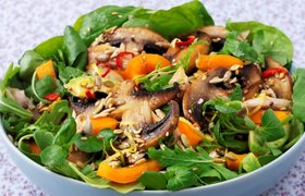 """Топовая"" еда: рецепт салата с теплыми овощами от главы Lush Russia"