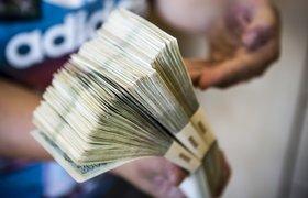 СМИ: зарплаты госслужащих выросли после решения об их сокращении