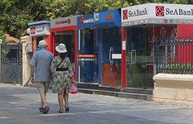 СМИ выяснили, какие банковские карточки выгоднее в отпуске