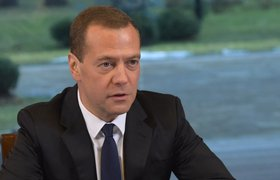 """Медведев прогнозирует рост экономики в 2016 году, но цены на нефть """"не радуют"""""""