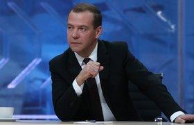 """Медведев назвал фильм о Чайке """"частью политической борьбы"""""""