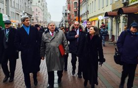 Джон Керри прогулялся по Арбату. ФОТО