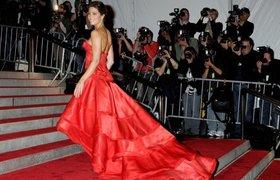 """Белое, черное, """"мясное"""" и другие самые знаменитые платья в истории. ФОТО"""