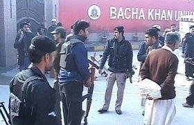 Талибы напали на университет в Пакистане, погибло не менее 21 человека