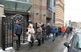 """Валютные ипотечники штурмуют офис """"Единой России"""" в Москве"""