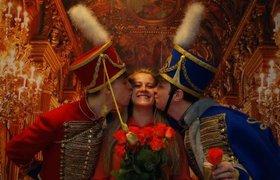Как поздравляют женщин с 8 марта в российских офисах. ФОТО