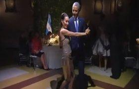 Барак Обама станцевал танго на приеме в Аргентине. ВИДЕО