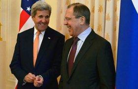 Пользователи соцсетей гадают, что привез госсекретарь США Джон Керри в чемодане в Москву