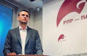 Алексея Навального закидали пирожными и презервативами в Новосибирске