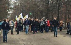 """Полиция задержала избитых охранниками стройки защитников парка """"Дубки"""""""
