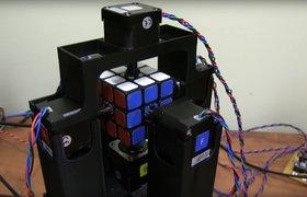 Этот робот собирает кубик Рубика за секунду