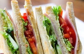 «Азбука вкуса» начала продавать готовые блюда на автозаправках Shell