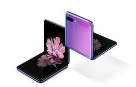 Новые гаджеты Samsung: раскладушка, мощные камеры и цветные наушники