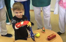 Стартап «Моторика» подарил ребенку протез с пультом для квадрокоптера