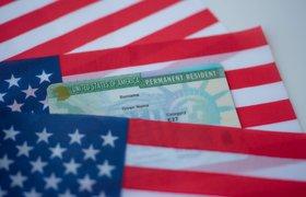 Правительство США не успевает обработать 100 тысяч заявок на грин-карты. Чем это грозит стране и компаниям
