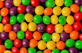 Мемы, гороскопы и общение: маркетинговые приемы для социальных сетей от Skittles