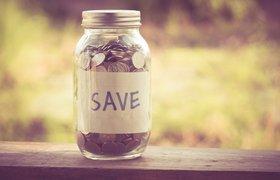 Обменивать валюту на 4,6% выгоднее, чем хранить зарплату в банке