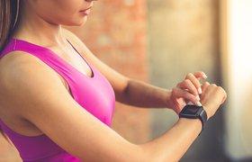 Fitbit может добавить на свои устройства детектор храпа