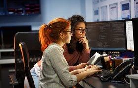 «Пока другие студенты учились писать код, я с легкостью сдавала зачеты». Зачем идти на IT-курсы для школьников при вузах