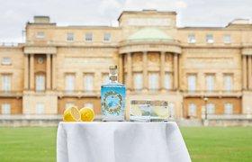 Букингемский дворец запустил в продажу королевский джин
