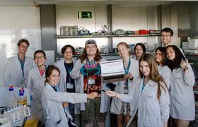 «Школьники работают наравне с учеными». Как устроена Школа молекулярной и теоретической биологии