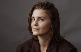 «Многих подкупает история о том, что я 14-летний дизайнер». Как российская школьница развивает свой бренд одежды