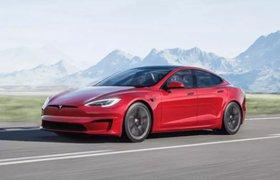 Стеклянная крыша и экран для пассажиров: Tesla обновила дизайн электрокара Model S