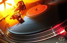 Цифровые продажи музыки падают, пластинки продаются все лучше
