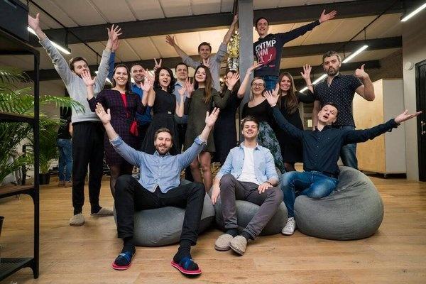 Пример хорошего коллективного снимка в офисе компании