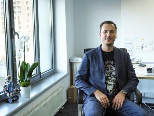 Пример хорошего и простого портретного снимка в офисе